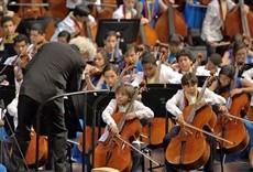 Televisión Simon Rattle & Sinfónica Nacional Infantil de Vene