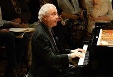 Escena de Sir Andras Schiff - Bach Partitas