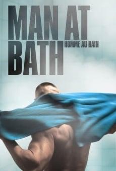 Hombre en el baño online